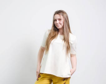 Ivory T-shirt with cuts on the sides