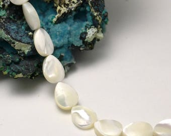 "5 genuine mother-of-Pearl sea pearls ""drop flat"", 10 x 8 mm"