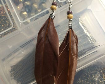 Brown feathers and beads earrings