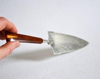 Cake lifter / art deco / 1910 / cake server / cake shovel / pie server / cake spatula / mid century / modern kitchen / vintage / Germany