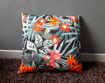 Throw pillow with floral motifs