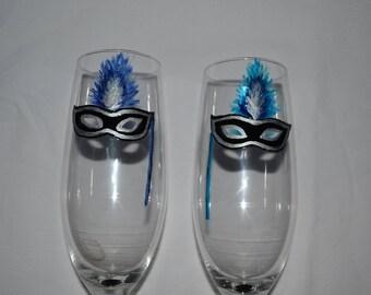 """2 flûtes mariage, duo flûtes, 2 flûtes """"Masques plumes bleu et turquoise"""", Peinture sur verre Opale Isis, sur etsy"""