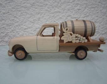 Miniature wood of a Renault R 4 pick up in Maple/Birch 1/24 scale.