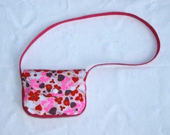 Small shoulder bag for flower girl.