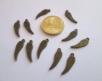 10 breloques petite aile en métal couleur bronze 17 X 5 mm