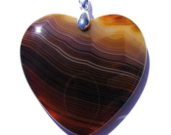 Pendentif coeur agate strié de 45x45 mm pierre marron ambré, beige et bélière argenté de 19 mm.