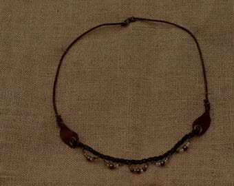 Leather necklace with pearls