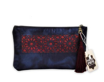Leather pouch genuine Arabesques.
