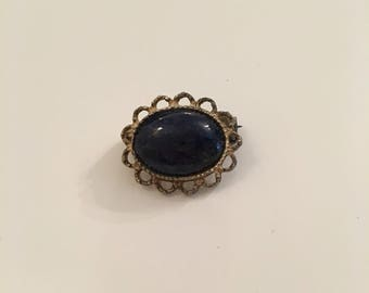 Small victorian vintage oval brooch