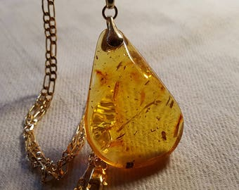 Amber pendant 6 grams with goldenplated chain.