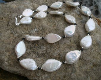 Freshwater Pearl necklace with spinel #547