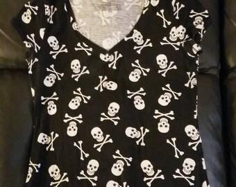 Vneck skull and bones black t-shirt
