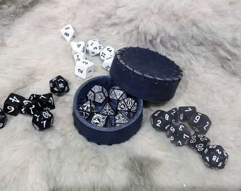 Small box for storing dice