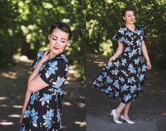 Vintage Maxi Print Dress / Leaf Print 70s Dress / Flutter Sleeve Dress / Boho Chic Maxi Dress / 1970's Vintage Dress / Print Hippie Dress