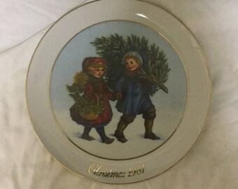 1981 Avon collector Christmas plate