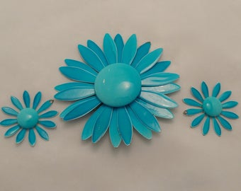 Vintage 1960's pin and earring set