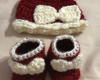 Newborn bow hat and booties set
