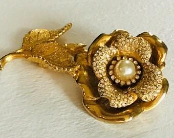 Vintage Hobe flower brooch