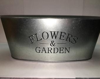 Flower and gardent tin pot