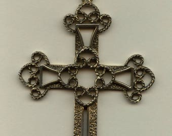 "Sarah Coventry ""Victorian"" Cross-1973 Limited Edition"