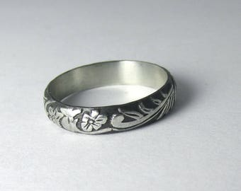 Flower Ring Engraved floral pattern Stackable Sterling Silver Ring sz 5 Oxidized Black