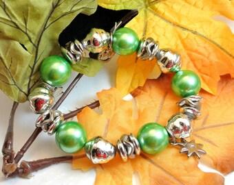 Green and Silver Chunky Bead Bracelet Bangle Vintage Bracelet Good Luck St Patricks Day Bangle Bracelet Charm Bracelet Large Bead Bangle