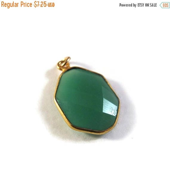 Summer SALEabration - 1 Green Onyx Charm, One Gold Plated Gemstone Pendant, Irregular Hexagon Bezel, 20mm x 12mm Charm for Jewelry (C-Go1f)