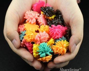 Clearance Sale -  Lots of 100pcs Mixed Color 3D Resin Daisy Flower Cabochons Charms  -- CLS004A