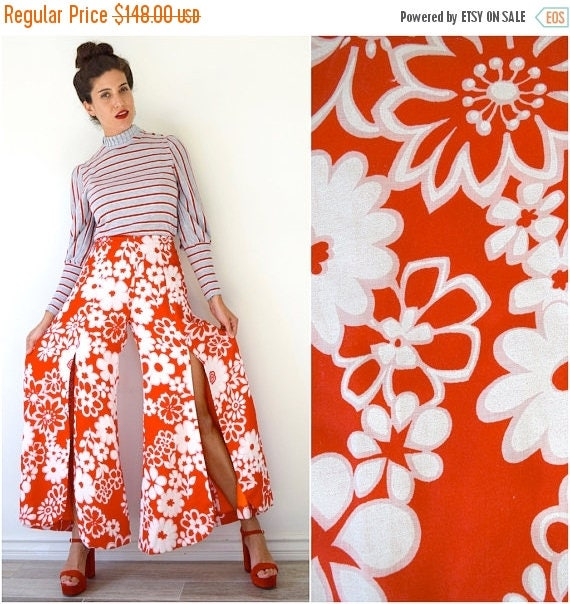 SUMMER SALE / 20% off Vintage 60s 70s Red and White Flower Print High Waisted Ultra Wide Legged Palazzo Pants with Front Leg Slits (size xs,