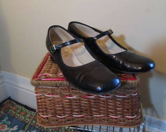 60s Shiny Black Mary Jane shoes Mod vintage single strap Round toe pumps 60s  7.5 Nadeaus Portland Oregon