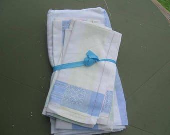 Embossed Tablecloth and 5 Napkins, Vintage Tablecloth, Vintage Napkins