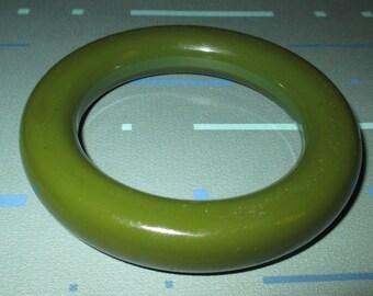 Vintage MOD 60s Super Chunky Dark Green Bakelite Bangle Bracelet