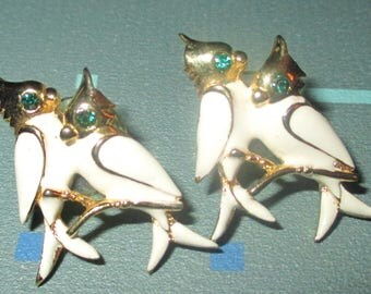 Vintage MOD White Enamel Birds with Green Rhinestone Eyes Earrings