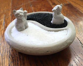 Yin Yang. Zen. Nano. HandMade. Concrete .Maneki Neko. Lucky Cat. Bowl