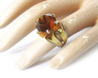 Vintage Chunky Amber and Gold Tone Cocktail Dinner Ring Gold Tone Metal Amber Colored Facetted Stone Costume Jewelry / Large Cocktail Ring