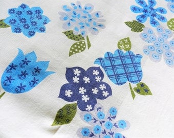 Blue Tablecloth, CUTTER, 1950s Tablecloth, Blue Floral Tablecloth, Retro Tablecloth, Cottage Tablecloth