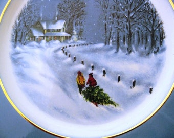 Vintage 1976 Avon Christmas Plate, Wedgwood, Gold Trim, Bringing Home The Tree