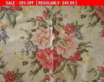 Sweet Vintage Barkcloth Fabric Nubby Roses