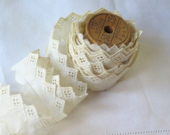"""Vintage Eyelet Lace Trim in Ivory Cotton on Wooden Spool 4.88 yards  x  1"""" wide"""