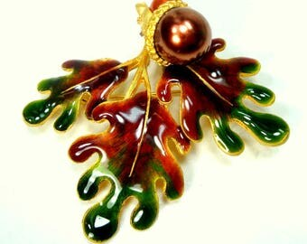 OAK Leaf Pin with Acorns, Elegant Autumn Brooch, Rust Green Brown Enamel on Gold, Fall Sugar Coloring