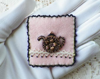 Handmade, OOAK Vintage Glass Button Teapot Felt Pin / Brooch / Broach, Pink / Black / White, Vintage Lace, Embroidery, Glass Beads, Tea Pot