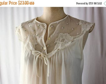Moving Sale Vintage 1960s White Boudior Nightgown // Val Mode Size Small