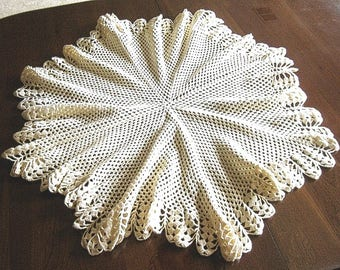 Tablecloth Vintage Crochet White Crocheted Ivory KNOT Ruffled Star
