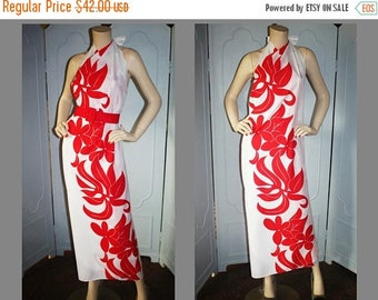 ON SALE Vintage Hawaiian Sarong Dress in Red and White. Small.