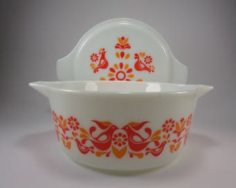 PYREX  Friendship Casserole Dish with Lid, 475, White with Red Birds, 1970's, Penn Dutch, Doves