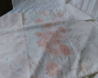 1960s Vera for Burlington Ombre pink daisy KING pillowcase. line drawing