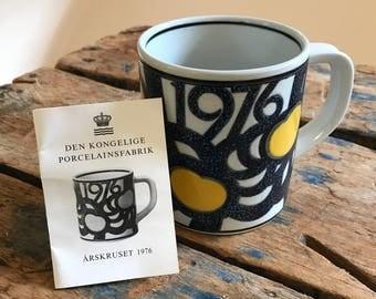 Royal Copenhagen 1976 Annual Mug Ceramic Gold Medalist Anne Marie Trolle Signed Design Midcentury Mod Minimalist Original Ad Insert