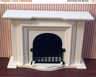 SALE Miniature White Georgian Fireplace, Dollhouse Miniature, 1:12 Scale, Wood Fireplace, Dollhouse Furniture, Decor, Mini Fireplace