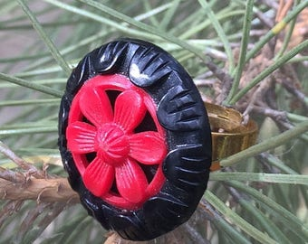 ON SALE 50% OFF Vintage Button Ring - Black and Red Bakelite Button Ring - Flower Button Ring - Adjustable Ring - Vintage Flower Button R32