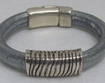 Regaliz Leather Bracelet ~ Silver/Blue ~ Size 7 1/4""